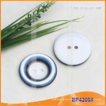 Botón de poliéster / botón de plástico / botón de camisa de resina para el escudo BP4209