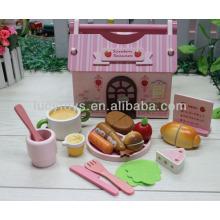 Brinquedo de fast food embalado em casa de madeira