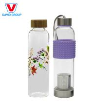 Botella de agua de vidrio con funda de silicona
