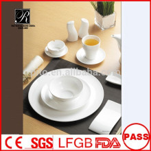 Wholesale porcelain /ceramic latest design banquet dinnerware set