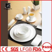 Porcelana por atacado / cerâmica mais recente design banquete dinnerware set