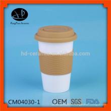 , Tazas al por mayor del recorrido de cerámica, taza de la porcelana con el abrigo del silicón, taza de café de la taza de la subsistencia al por mayor con la cubierta y la tapa del silicón