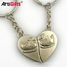 Modifique el llavero del recuerdo de París de los pares del hierro del metal del corazón de las señoras de las muchachas para requisitos particulares