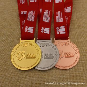 Médaille de médaillon en métal poli Médaille de course de marathon de karaté