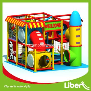 aire de jeux couverte d 39 amusement des l ves d 39 ge pr scolaire. Black Bedroom Furniture Sets. Home Design Ideas