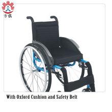 Черно-синяя инвалидная коляска со стильными ковриками
