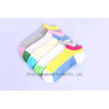 Helle Farben Mädchen-Baumwollsocken Großhandelsgewohnheits-Entwürfe