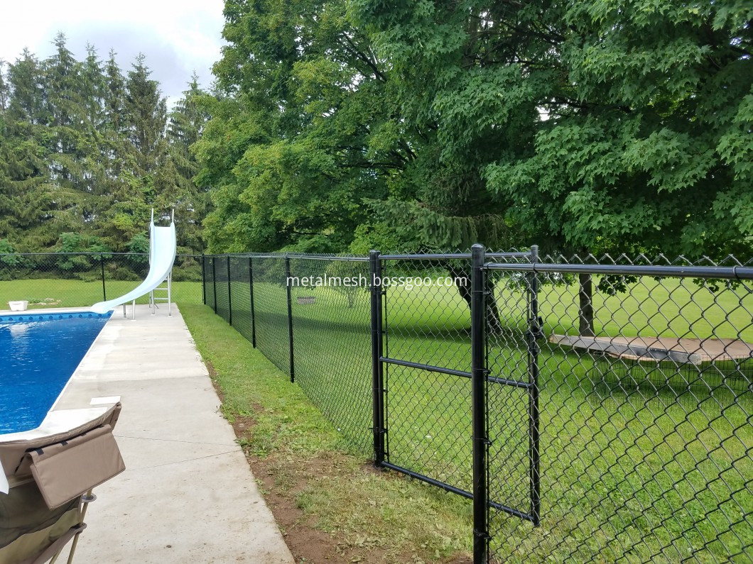 Chain link fence (1)