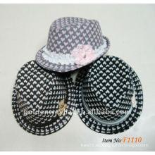 La manera 2012 embroma los sombreros de Fedora