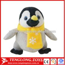 Игрушка пингвина нового прибытия горячего продавая плюша рождества заполненная с шлемом и шарфом
