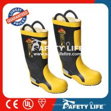 verwendete Feuerwehrmannausrüstung / Waldbrandbekämpfungsausrüstung / Sicherheitsstiefel
