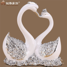 Decoración de mesa de boda besando estatuas de resina de cisne