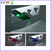 China Sanitary Ware Wall Mounted LED Basin Faucet (FD15202WF)