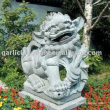 Belle sculpture en pierre de lion