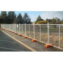 Временный забор, используемый для контроля за толпой