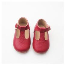 Zapatos de bebé en rojo brillante de la T-barra de Navidad