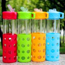Bouteille d'eau de paille à boire avec manchon en silicone