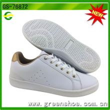 Neue populäre weiße PU-Schuhe für Frauen