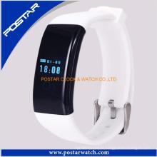 Teste de sensor de frequência cardíaca de pulseira inteligente branco