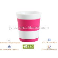 taza de cerámica con funda de silicona