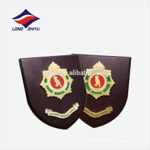 Prancheta de prêmio de escudo de madeira personalizado em setembro