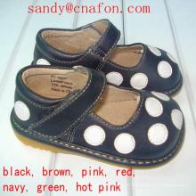 Preto com sapatos de bolinhas brancas Calçado de couro genuíno