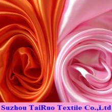Satin torsadé de polyester pour le tissu de vêtement