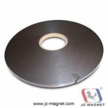 Клейкая магнитная лента