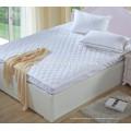 Heißes verkaufendes Polyester-Gewebe gesteppter Art-preiswerter Hotel-Matratzen-Schutz