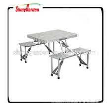 Mesa de aluminio plegable portátil que acampa con las sillas