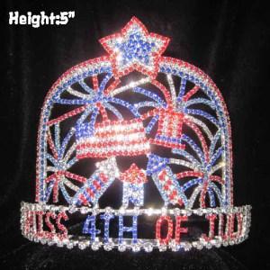4 de julio coronas de concurso con fuegos artificiales