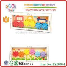 Juguete educativo de madera con los engranajes plásticos para los niños
