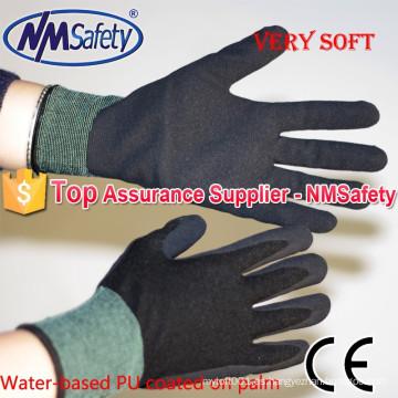 NMSAFETY calibre 13 guante de jardinería recubierto de palma de la PU de agua de arena súper suave