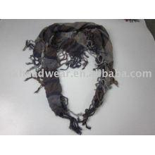 À la mode et belle écharpe en dame noir et gris