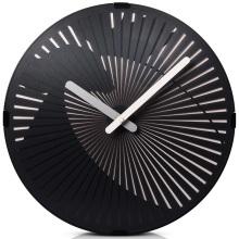 Reloj moderno de pared negra