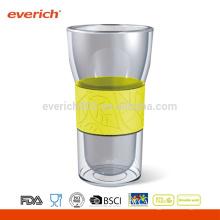 Taza de vidrio transparente de 350 ml con funda y tapa de silicona