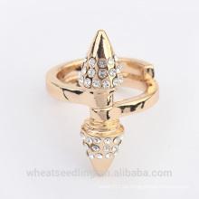 Anillo de plata simple del oro del cristal del cono de lujo