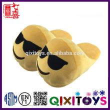 Best selling barato macio quente aconchegante chinelos emoji indoor com adultos e crianças tamanho