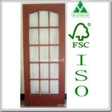Diversas puertas francesas de diseño, abatibles, correderas, de madera abierta