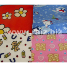 Полотно из пористого войлока для изготовления детской одеяльной ткани