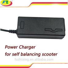 Scooter auto equilibrante cargador de batería eléctrica portátil scooter 42v 2a