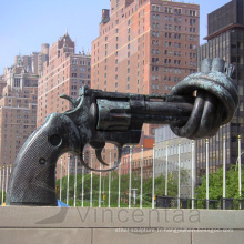 Réplique de reproduction célèbre en métal de métal Sculpture de pistolet nouée en bronze