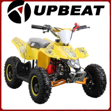 Niños optimistas usan Toy Electric ATV
