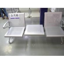 Chaises en métal perforé