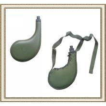 Garrafa de água de Palstic militar deserto com bolsa