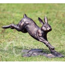 Décors de statue de jardin en métal sculpture de lapin en bronze de taille de la vie à vendre