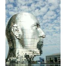 """""""Metalmorphosis"""" do artista tcheco David Cerny - uma escultura de 30 'de altura em aço inoxidável"""