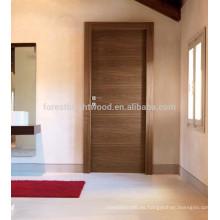 Dormitorio chapeado diseño de puerta de madera a ras