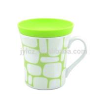 taza de porcelana segura para microondas de 250cc con tapa de silicona