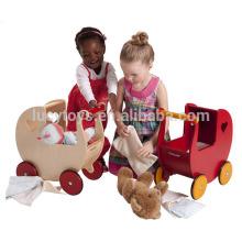Chariot en poupée en bois